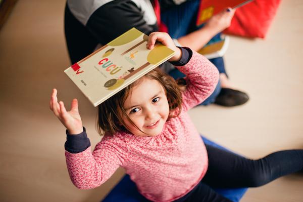Los libros tienen que salir de Espantapájaros y llegar hasta las casas de los niños.